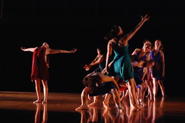 Dancers move through a human chain in College senior Anahita Khosravis senior project L(I)nked.