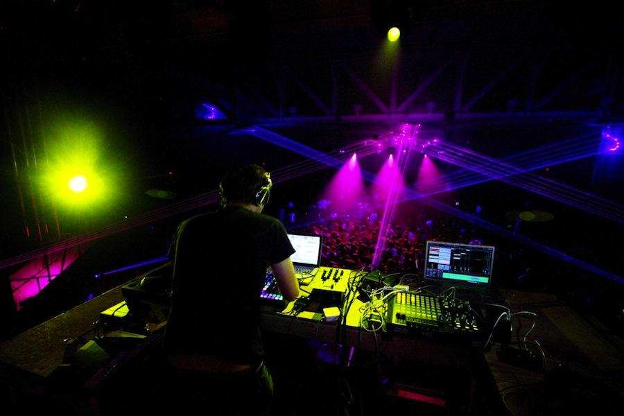 Student DJs turned out hot electronic mixes at Fracture.