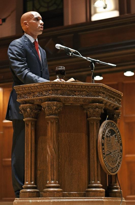 Former+Washington+D.C.+mayor+and+visiting+professor+Adrian+Fenty+addresses+a+crowd+at+Finney+Chapel+in+the+first+convocation+of+the+school+year.