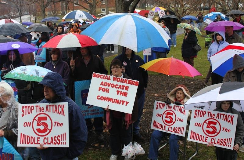 Last spring, Oberlin students and community members gathered in Tappan Square to protest SB-5, a bill that would limit the ability of unions to negotiate for pensions and health insurance and ban public employees from striking.