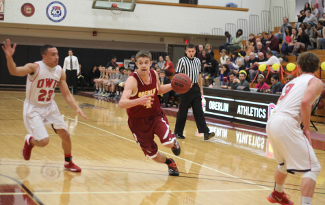 Senior guard Geoff Simpson drives to the hoop against Ohio Wesleyan University. The Yeomen finished their season with a 7–19 record.