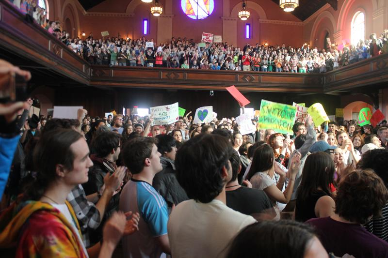 More+than+a+thousand+students+gathered+in+Finney+Chapel+for+a+convocation+in+response+to+persistent+hate-related+crimes+on+last+spring%E2%80%99s+Day+of+Solidarity.+Zoe+Madonna
