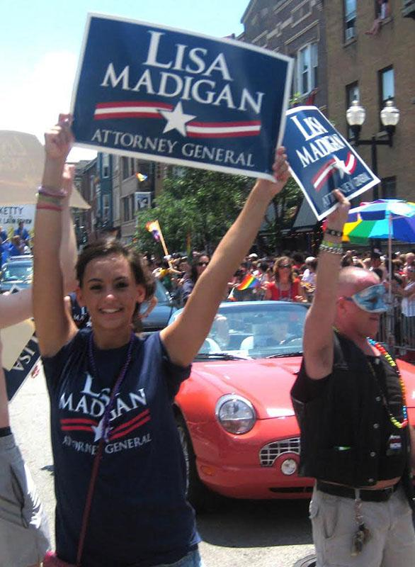 Rihanna Rey, OC '12, marches in support of Illinois Attorney General Lisa Madigan at a campaign event. The Cole Scholars program provides an avenue for current Oberlin students to work on political campaigns.