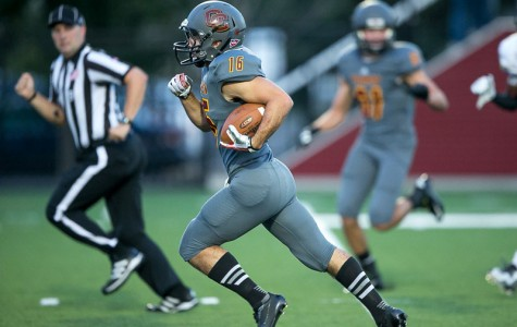 Sophomore Receiver Paces Men's Football