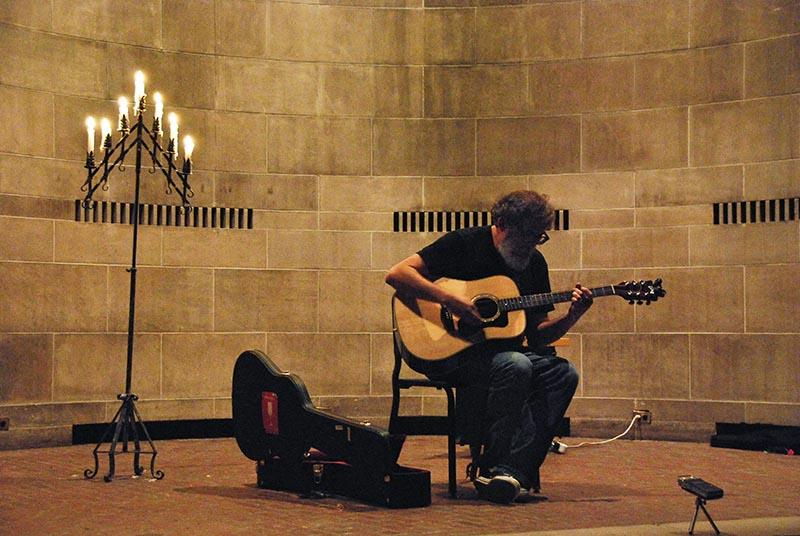 Bill Orcutt fills Fairchild Chapel with resonant strumming. The prolific guitarist combined experimental techniques with more traditional, blues-based playing last Saturday.