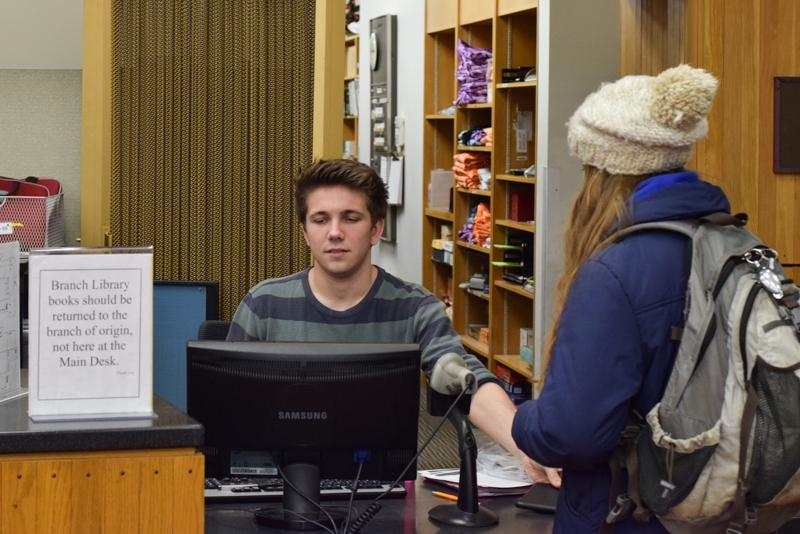 College+Sophomore+Gabe+Steller+assists+a+student+at+the+front+desk+of+Mudd+Library.+A+new+director+of+libraries+will+be+chosen+in+the+coming+weeks+after%0Acandidates+visit+campus.