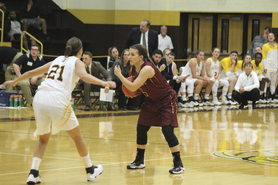 First-year point guard Sarah Thompson looks to make a play in Oberlin's season opener on Tuesday. The rookieladen Yeowomen fell to Baldwin Wallace University 70–41, but will be back in action against the Hiram College Terriers in Hiram, Ohio, tomorrow.