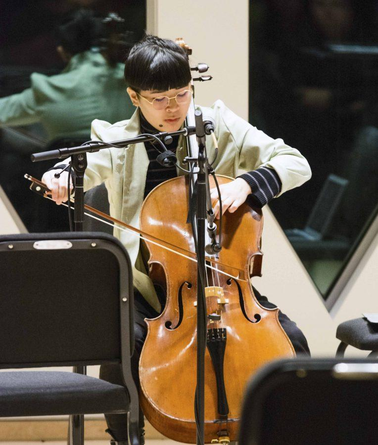 College+first-year+Alex+Chuang+performs+Green+Island+Serenade+on+cello%2C+voice+and%0Ajitter+box+during+the+TIMARA+Winter+Term+final+concert+Tuesday