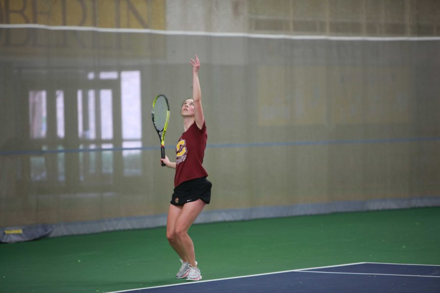 Senior+captain+Olivia+Hay+strikes+trophy+pose+in+the+squad%E2%80%99s+match+against+University+of+Rochester+on+April+1.+The+Yeowomen+will+travel+to+Gambier%2C+Ohio%2C+to+take+on+conference+rival+Kenyon+College+tomorrow.