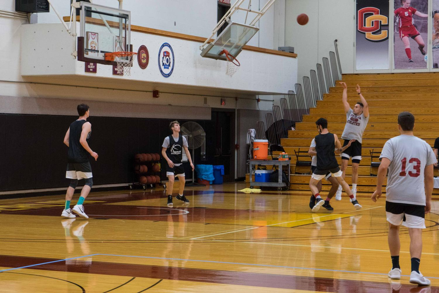 Sophomore forward Andre Campbell pulls up for a mid-range jumper in the Yeomen's practice yesterday.