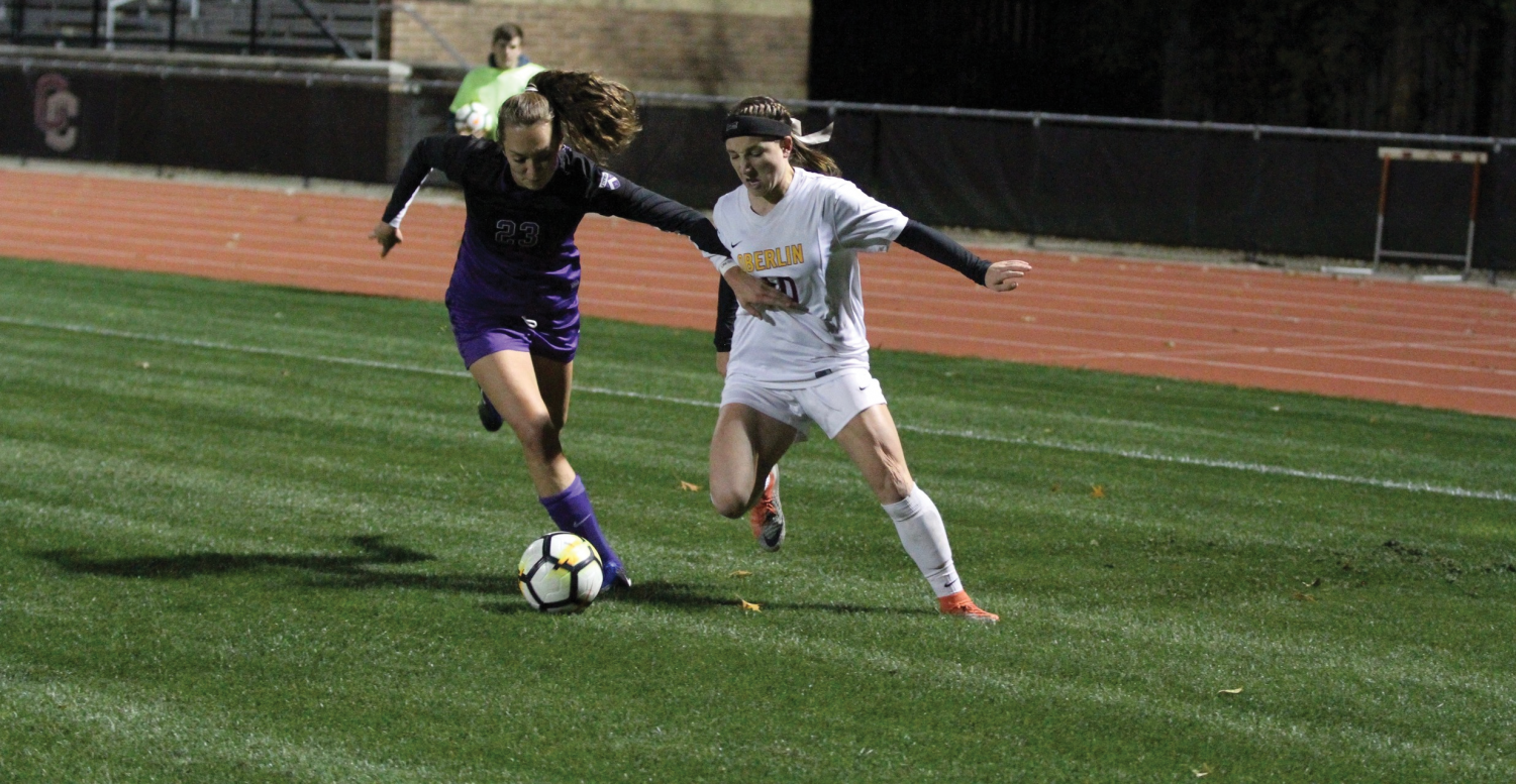 Senior forward Gwennie Gardiner fights for a ball against the Kenyon College Ladies' defense in the Yeowomen's 2–1 loss to the Kenyon College Ladies on Oct. 24.