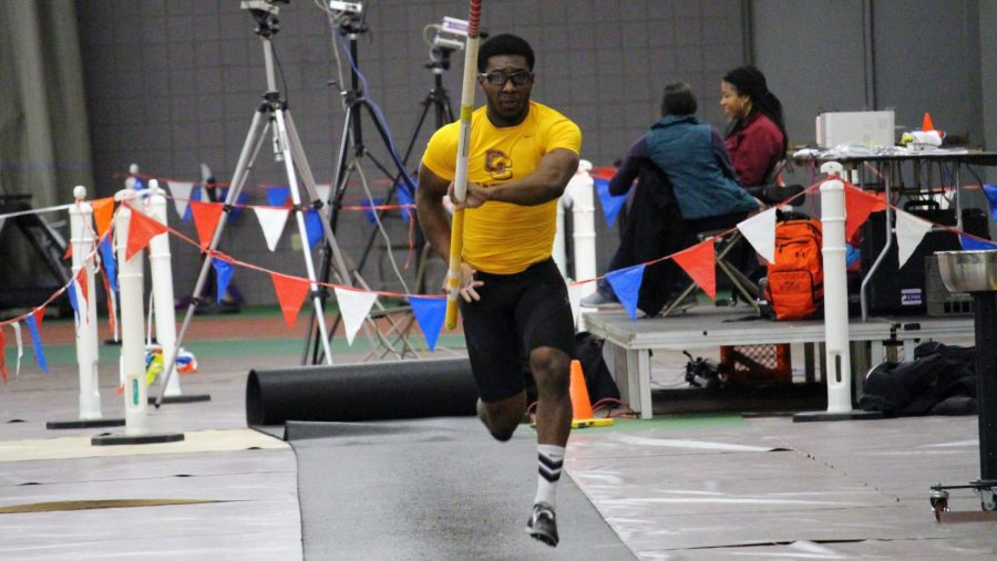College+junior+Jahkeem+Wheatley+captures+first+place+in+the+pole+vault+event+in+the+Dan+Kinsey+Meet+at+Oberlin+Jan.+12.