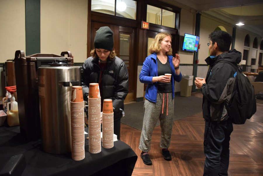 Students+fill+their+cups+with+hot+cocoa+at+the+Constituents+Week+event+%E2%80%9CHot+Chocolate+with+Ambar%E2%80%9D+Monday%2C+Dec.+3+in+Wilder+Hall.