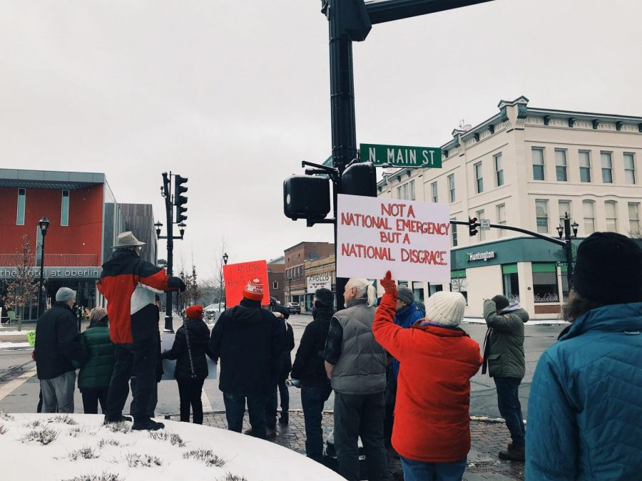 Protesters+organized+in+downtown+Oberlin+on+Monday+to+protest+President+Trump%E2%80%99s+declaration+of+a+national+emergency.