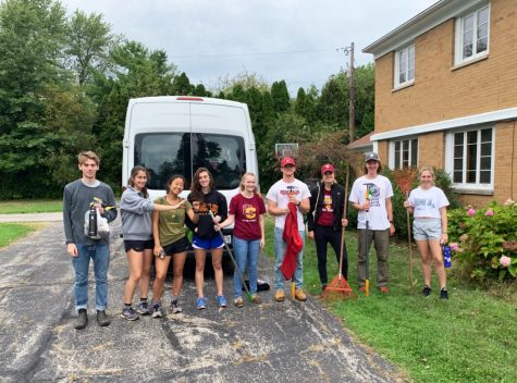 Cross Country and Track & Field Teams Work at Community Service Site