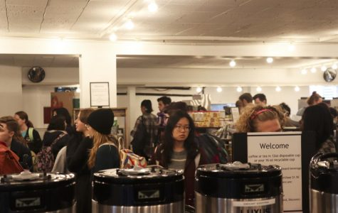During DeCafé's busiest hours, students wait in lines to check out.