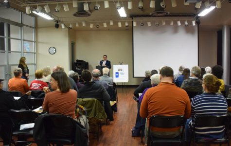 Richard Romero, U.S. Census Bureau partnership specialist, discusses the importance of Census participation at the Oberlin Public Library last Monday.