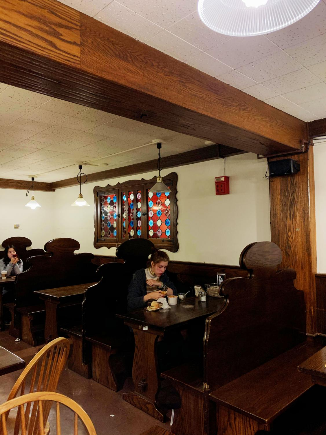 Students eat DeCafe meals in Rathskeller. Previously, Rathskeller was home to Oberlin's Fourth Meal. Now, Fourth Meal is only available as premade to-go food purchased at DeCafe.