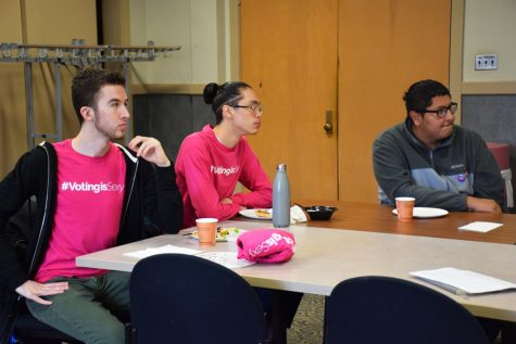 Members of Oberlin's #VotingIsSexy initiative gather to prepare for the March 17 Ohio presidential primary.