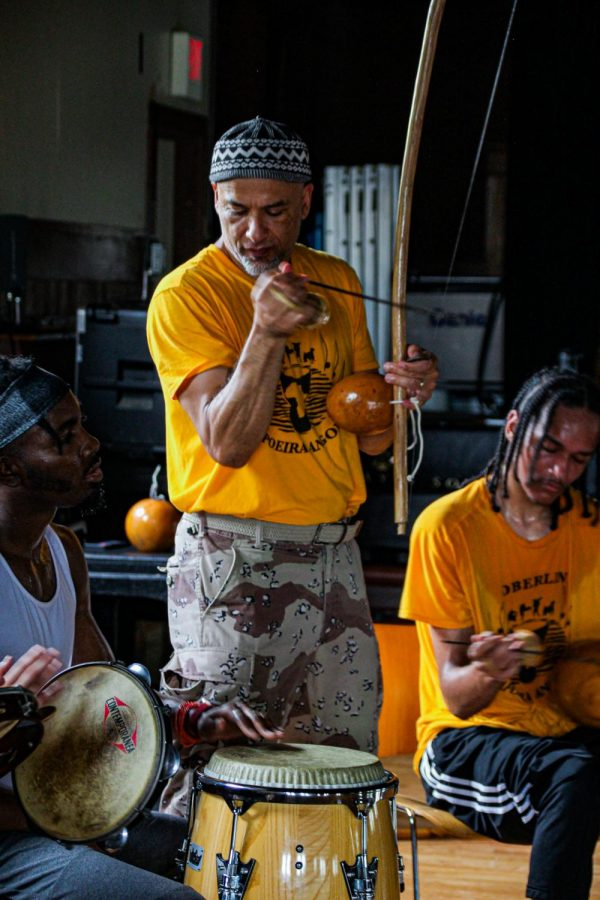 Photo+by+Rachel+Serna+Brown.+Associate+Professor+of+Theater+and+Africana+Studies+Justin+Emeka+conducts+the+hoda.