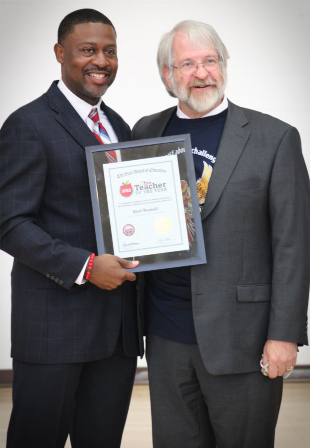 Kurt Russell (left) recieves his award from State Superintendent of Public Instruction Mr. Paolo DeMaria
